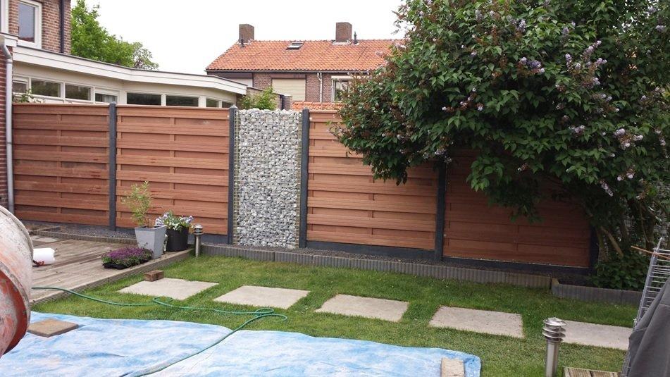 Grave, Pater Berthierstraat : Schutting Hardhout leveren en plaatsen