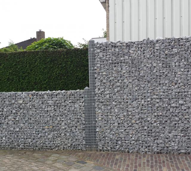 Schanskorf schutting + antraciet betonsysteem