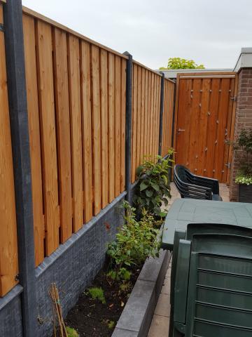 Hout-beton Lariks Zwarte Woud 130x180 rotsmotief betonsysteem incl. plaatsen